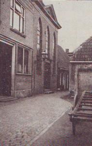 De voorgevel van de oude Christelijke Gereformeerde kerk in de 'Stoeldraaijerstraat'