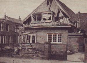 Het jeugdgebouw vlak bij de kerk bleef ook niet onbeschadigd...
