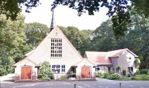 De voormalig gereformeerde, nu protestantse kerk te Pesse.