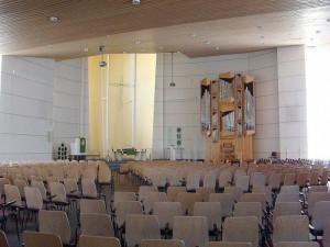 Het inteireru van eht nieuwe kerkelijke centrum (foto Reliwiki, H. Elsinga, Woudenberg).
