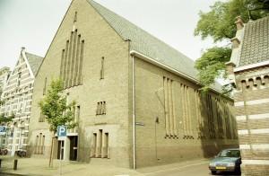 De Hofpleinkerk, die in 1930 in gebruik genomen werd.