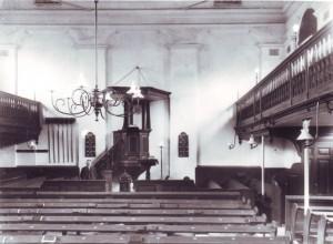 Het interieur van de Ebbingekerk (1853-1921).