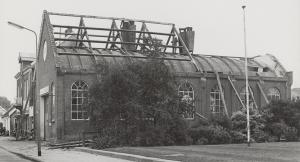 De afbraak van de oude gereformeerde kerk (foto: Bob Bakker).