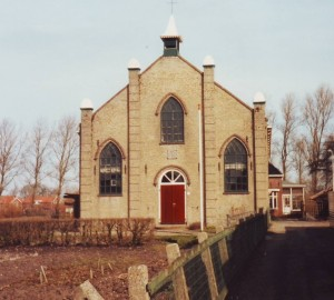 De gereformeerde kerk te Oosterbierum. De kerk werd op 22 juli 1888 in gebruik genomen. In 2004 werd de kerk afgestoten ten gevolge van de vorming van de Protestantse Gemeente te Oosterbierum.