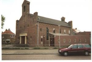 De gereformeerde kerk aan de Dr. Schaepmanstraat in Tiel (foto: Reliwiki).