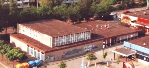 De Regenboog werd in 1972 in gebruik genomen. De graffiti verscheen tegen het eind van het bestaan...