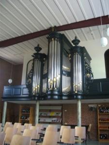 Het orgel van de gereformeerde kerk te Midwolda (foto: Reliwiki).