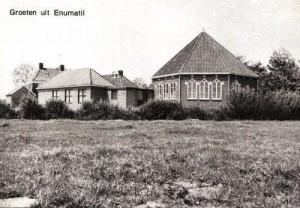De in 1955 in gebruik genomen gereformeerde kerk 'De Rank' aan het Hoendiep.