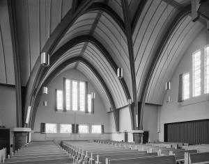 Het interieur van de Ontmoetingskerk (Foto: Reliwiki, RCE 239375561).