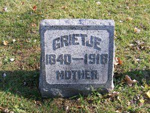 Grafsteen van Grietje Boone, die als meisje met haar ouders in Drenthe (Michigan) aan.