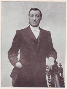 Ds. J. Langhout (1848-1908) kleidde de eerste kerkdienst in de nieuwe Zuiderkerk op 31 maart 1902