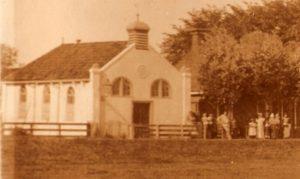 Het oude voormalige Baptistenkerkje dat in 1899 door de Gereformeerde Kerken gekocht werd.