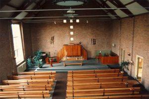 Het interieur van de gereformeerde kerk te Kornhorn (foto: Reliwiki, Andre van Dijk).