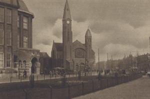 De in in gebruik genomen Bergsingelkerk van de Gereformeerde Kerk te Rotterdam.