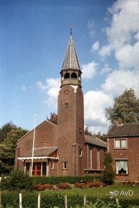 De in 2002 buiten gebruik gestelde gereformeerde kerk (foto Andre van Dijk).