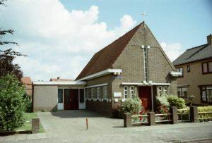 Het (voormalig) evangelisatiegebouwtje in Noordwolde. De uitbouw dateert van later. Nu behoort deze kerk tot de Voortgezette Gereformeerde Kerk (vGKN).