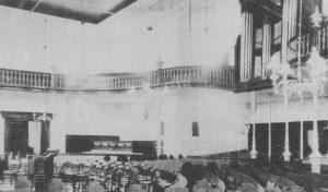 De gereformeerden uit Onderdendam kerkten voor de instituering van hun kerk in de kerk aan de Grotestraat in Bedum (). Deze foto werd voor 1920 genomen.