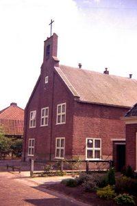 De kerk van Bergum werd in Veenwoudsterwal weer opgebouwd.