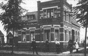 De pastorie van de kerk in Pekelderweg (foto: Geref. Kerk (...) 1872-1980).
