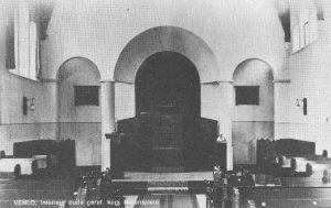 Het interieur van de gereformeerde kerk te Venlo ().