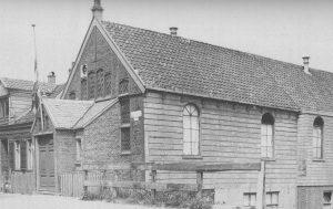 Het middenstuk van dit kerkje in Nieuwendam werd in 1879 gebouwd.