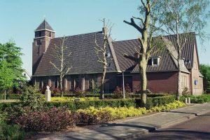 De gereformeerde kerk Het Kruispunt te Landsmeer. Het achterstuk dateert van 1967.