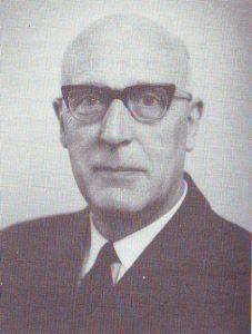 Ds. S. Hoekstra (1905-1982) verdedigde de synodebelsuiten en liet zijn mening later ook in een brochure afdrukken.