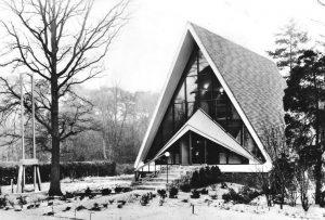 In 1963 werd deze zendingskapel in gebruik genomen, po het terrein van het Zendingscentrum.