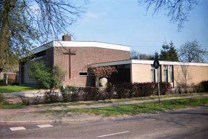 De gerefoirmeerde kerk De Mande te Bakkeveen (foto: Reliwiki, Andre van Dijk).