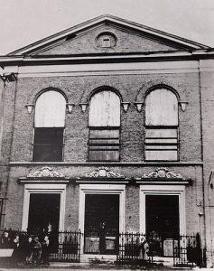De synagoge (die overigens in 1960 werd afgebroken).