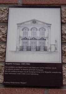 Ter herinnering aan de in 1960 afgebroken synagoge.
