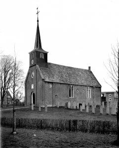 De hervormde kerk te Tjalleberd, die in 17423 in gebruik genomen werd (foto: Wikimedia, RCE).